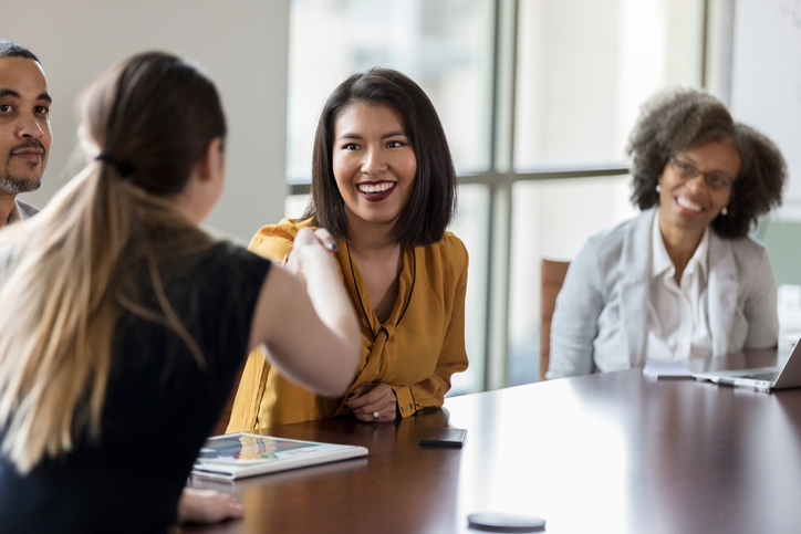 L'équité des genres sur les conseils d'administration : pourquoi le manque de femmes qualifiées pour des postes de direction est un mythe.